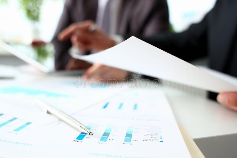 财政统计文件圆珠笔 库存照片