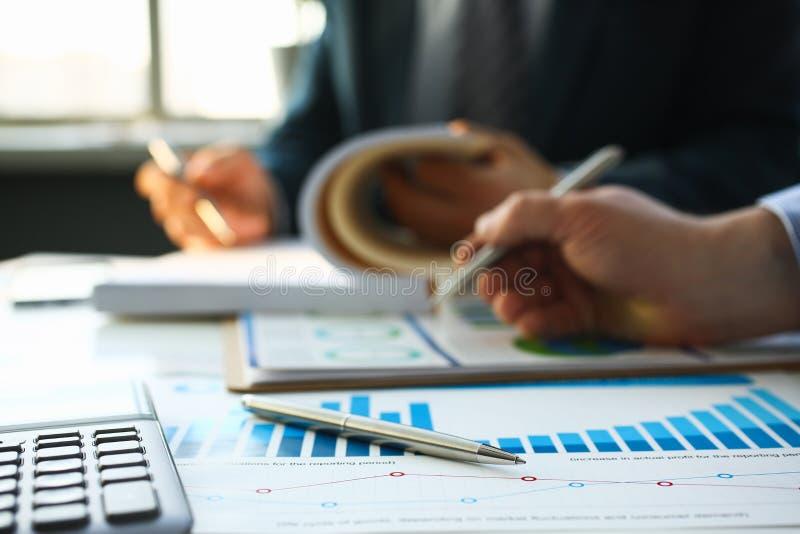 财政统计文件圆珠笔 库存图片