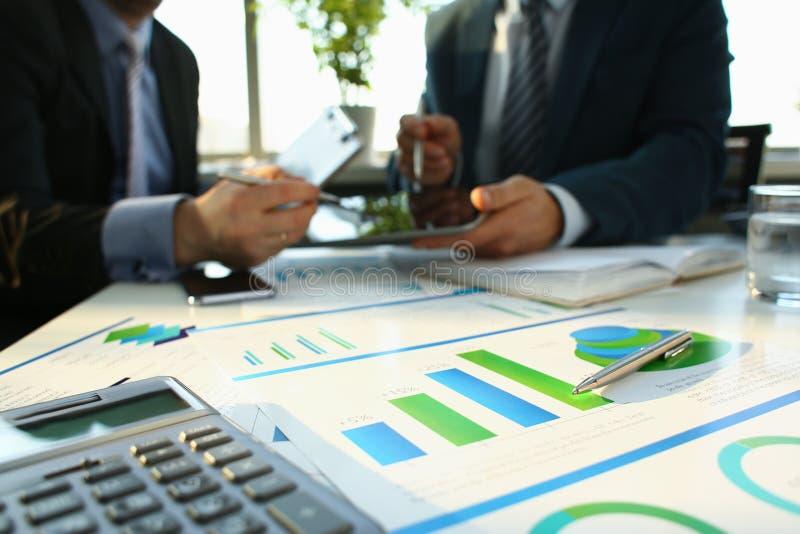 财政统计文件圆珠笔 免版税库存照片