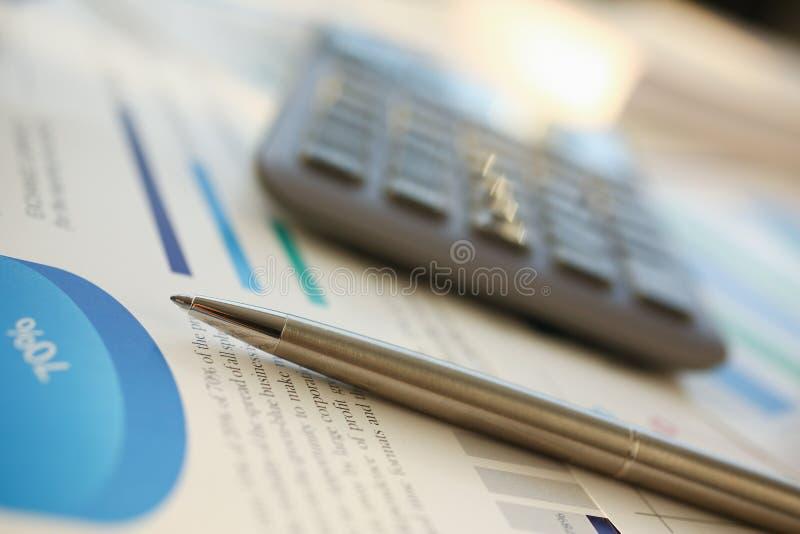 财政统计文件圆珠笔 图库摄影