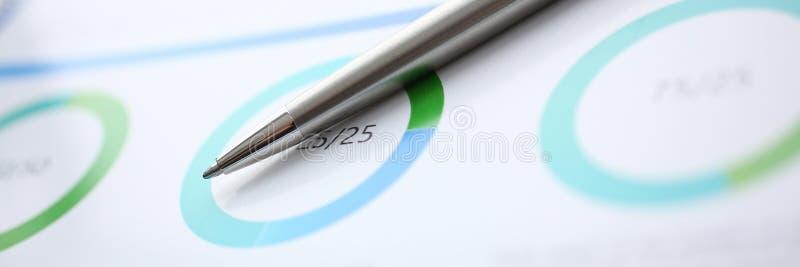 财政统计文件圆珠笔infographics 库存照片