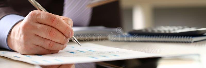 财政银行顾问会计年度预算 库存照片