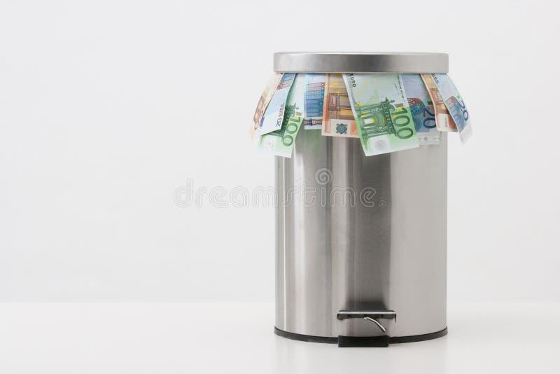 货币概念-投掷货币 免版税图库摄影