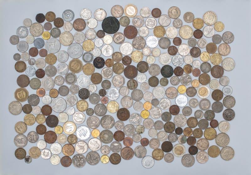 货币-来自世界各地老硬币的一汇集 免版税库存照片