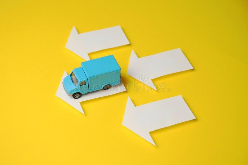 货物交付的送货车 物品传讯者交付  免版税库存图片