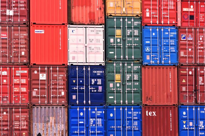 货物在南安普敦船坞的运输货柜在英国 2018年 免版税库存照片