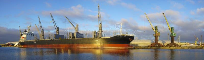 货船在海口 库存照片