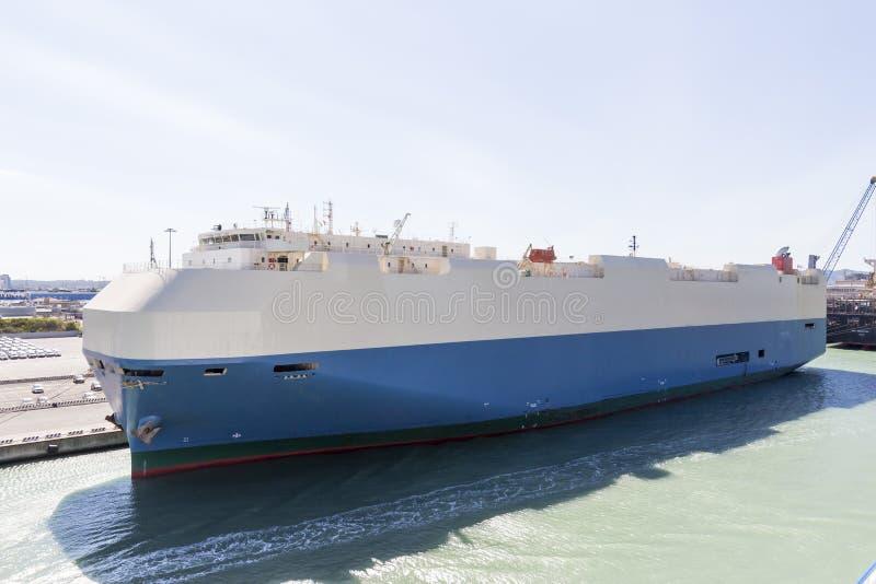 货船被停泊在港口 图库摄影