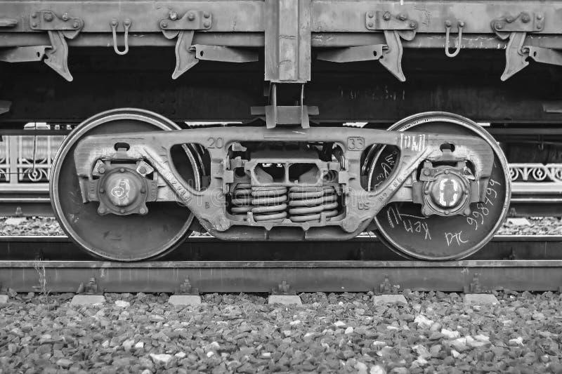 货车,铁轮子训练特写镜头,黑白颜色 库存图片