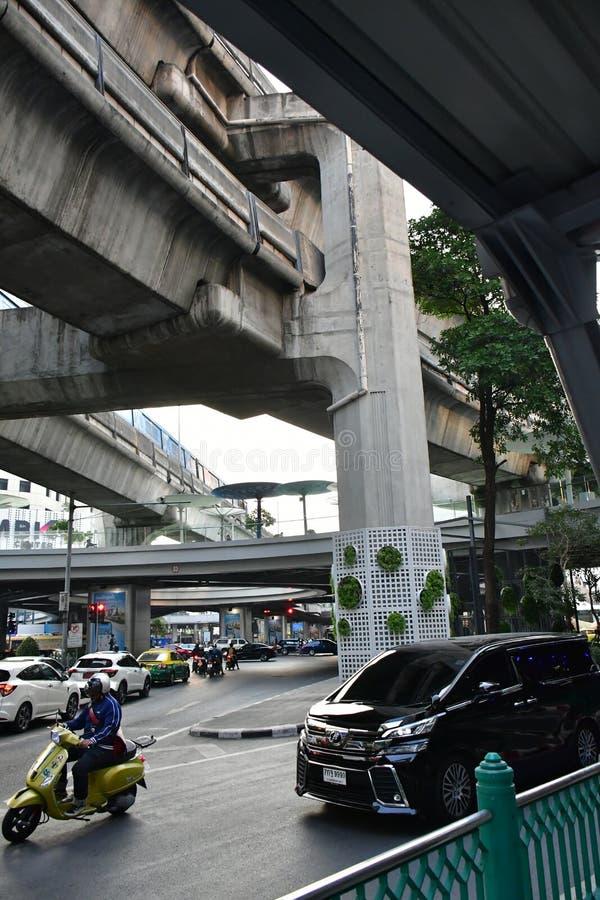 贫民窟和贫穷在曼谷街道  免版税库存图片