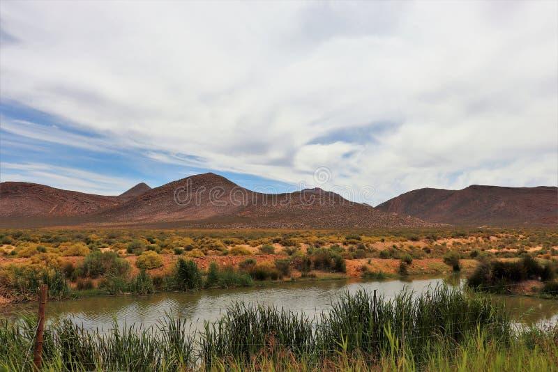 贫瘠和落矶山脉风景在Touws河 免版税库存图片