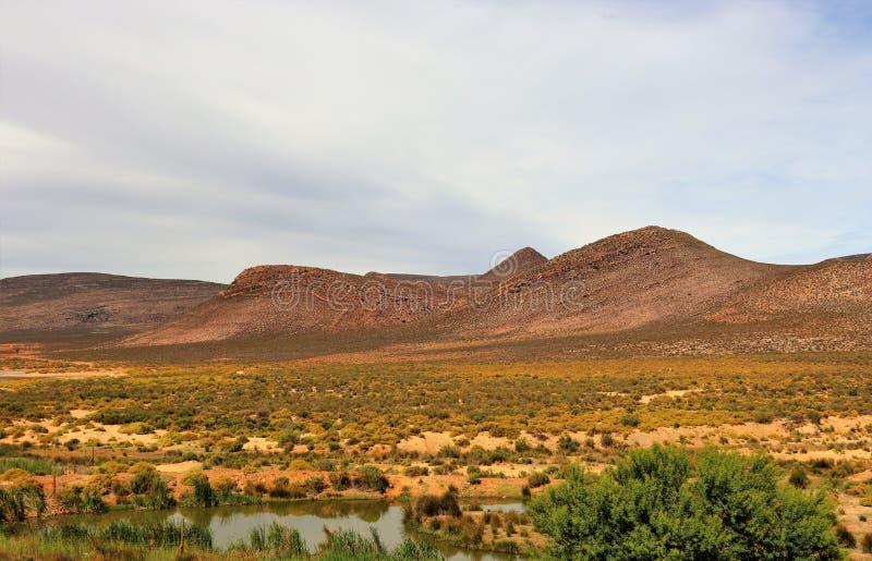 贫瘠和落矶山脉风景在Touws河 免版税图库摄影