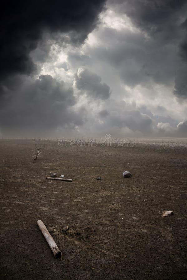 贫瘠地面风暴雨 库存照片
