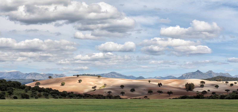 贫瘠小山在西班牙 免版税库存图片