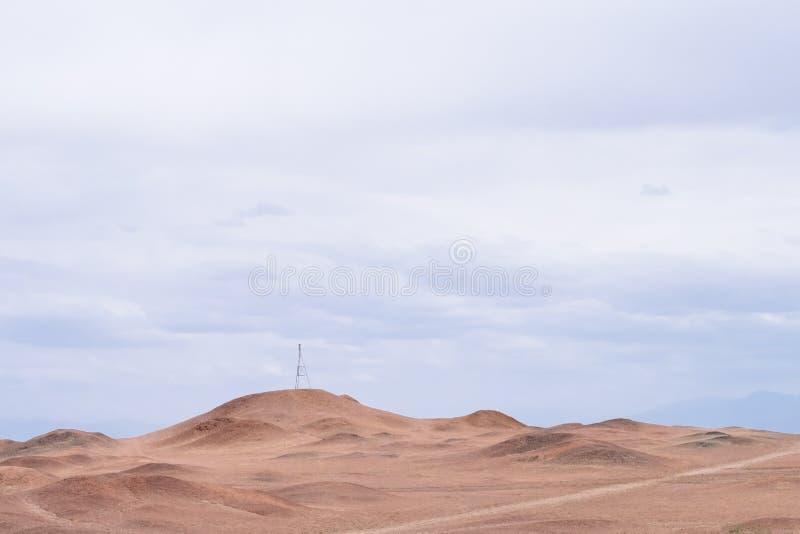 贫瘠隔壁滩风景在杨通行证历史站点的天空下,在阳关,甘肃,中国 库存照片
