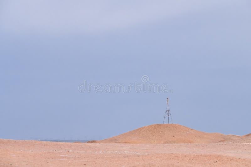 贫瘠隔壁滩风景在杨通行证历史站点的天空下,在阳关,甘肃,中国 免版税图库摄影