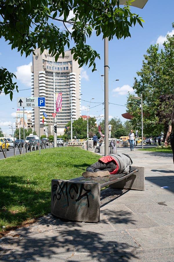 贫穷和财富在布加勒斯特罗马尼亚 库存照片