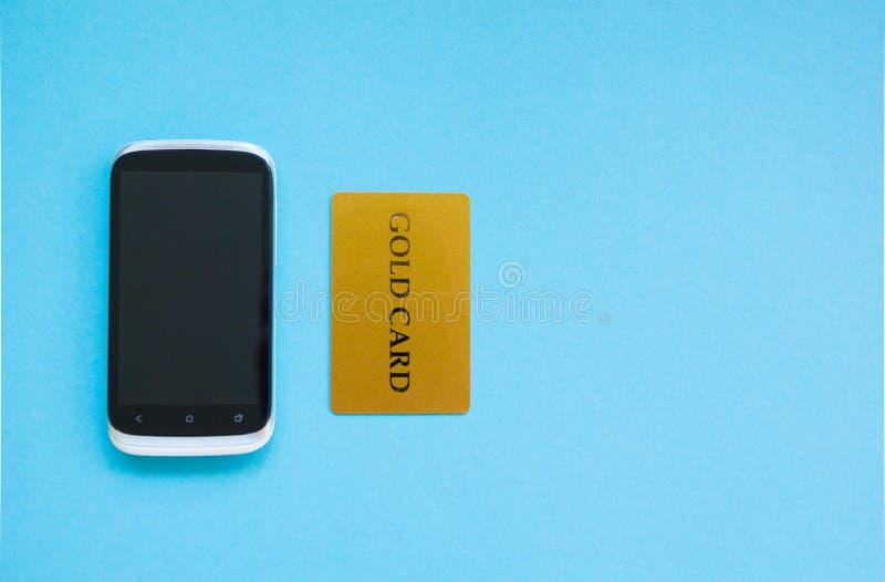 购买产品在网上,付款使用信用卡,网络购物概念 免版税图库摄影