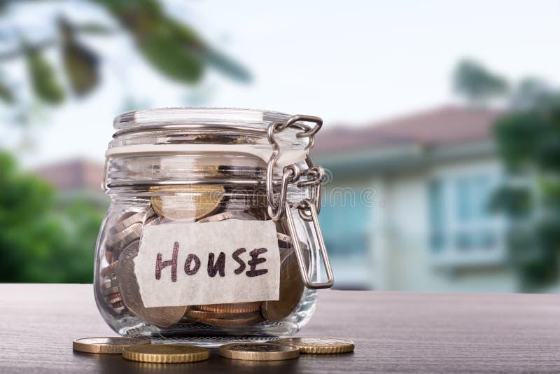 购买房地产的储蓄金钱 免版税库存照片