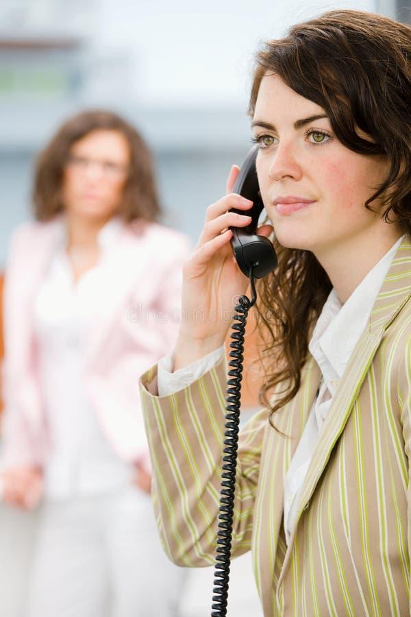 购买权给接受招待员打电话 免版税库存照片