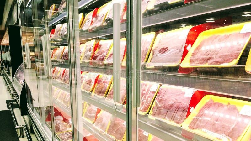 购买的牛肉在超级市场 库存照片