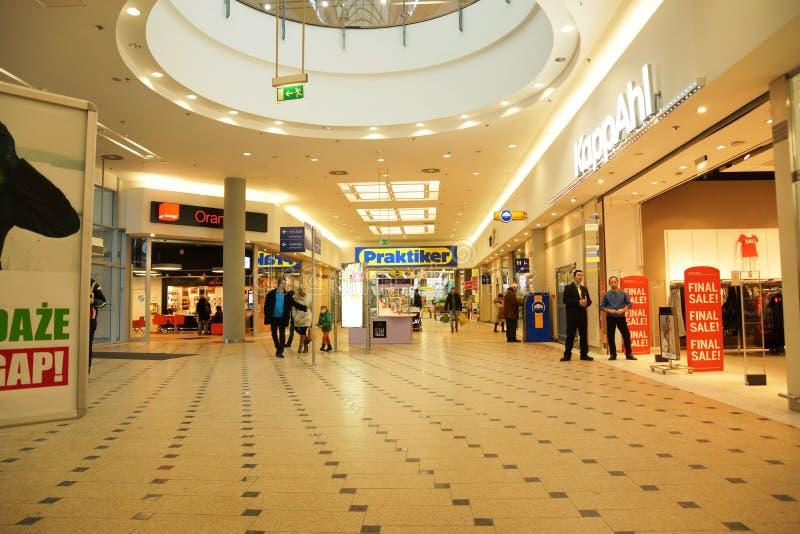 购物中心在关闭时间之前的波兹南 库存图片