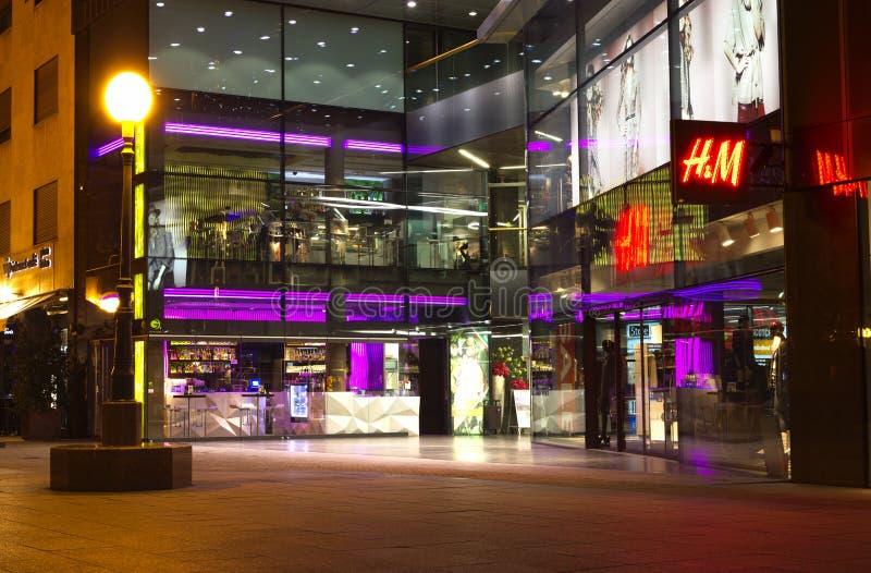 购物中心晚上购物 免版税库存图片