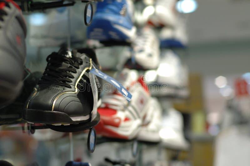 购物中心穿上鞋子购物 库存图片