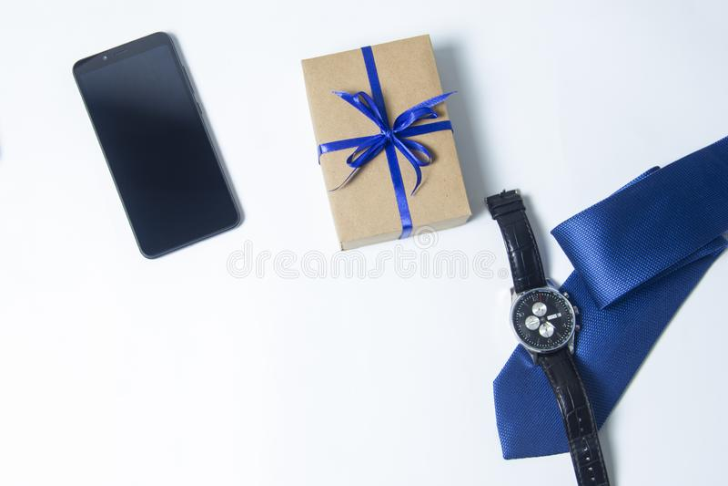 购物带来的图象,蝶形领结和咖啡,为爸爸提出 E 库存照片