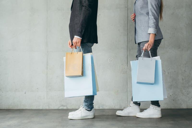 购物生活方式买的瘾人妇女袋子 免版税图库摄影