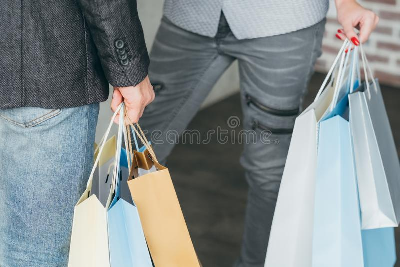 购物疗法买的瘾倍数袋子 库存照片
