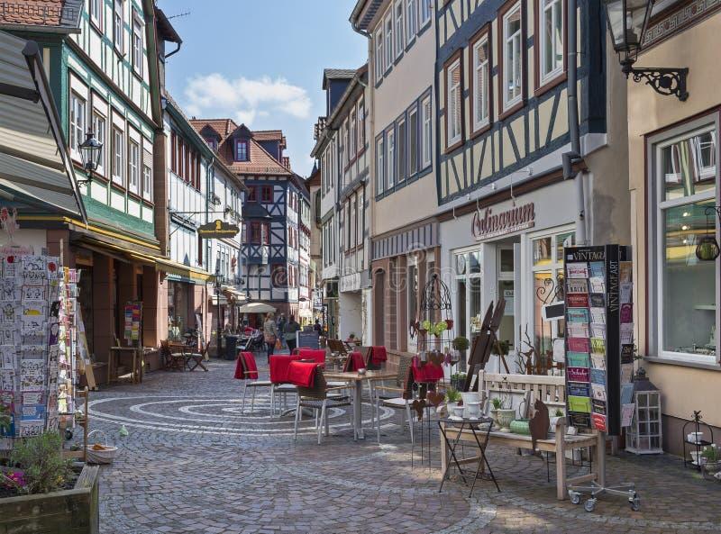 购物的街道的半木料半灰泥的房子在村庄在黑森gelnhausen 库存图片