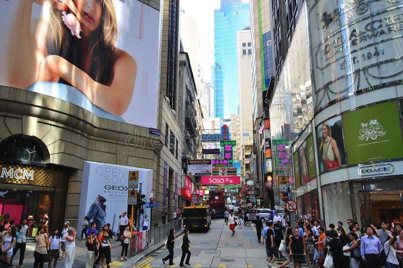 购物街道的看法在街市的香港 免版税库存照片