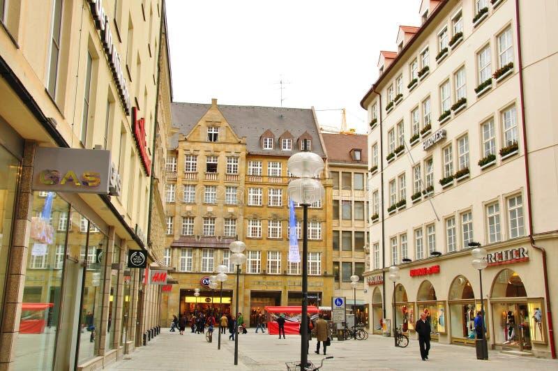 购物街道的看法在Munchen 库存图片