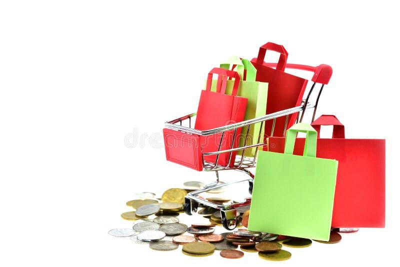 购物袋和箱子在推车 库存图片