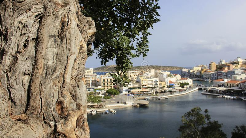 贴水帕帕佐普洛斯和蓝色湖看法在克利特海岛 希腊 库存照片