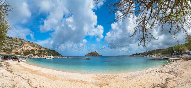 贴水帕帕佐普洛斯海滩和口岸全景  免版税库存照片