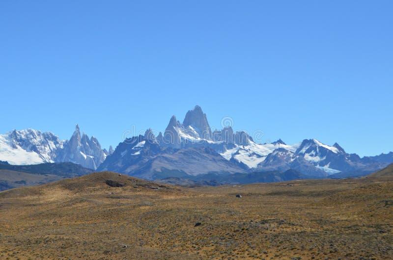 费兹罗伊从巴塔哥尼亚人的路线的山景 免版税库存照片