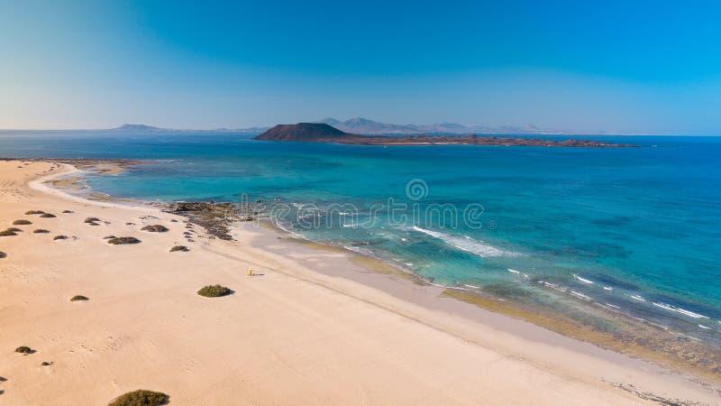 费埃特文图拉岛东海岸的鸟瞰图  免版税库存照片