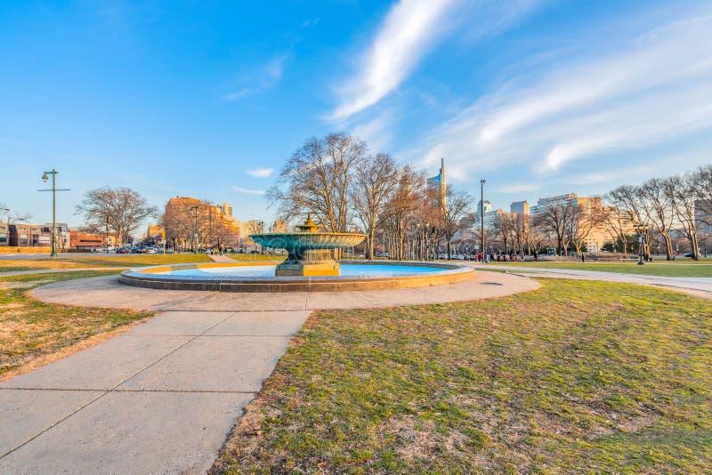费城,宾夕法尼亚,美国- 2018年12月-爱立信喷泉美丽的景色在伊肯斯长圆形 库存照片