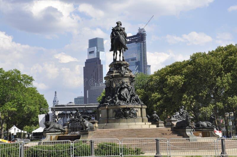 费城, PA, 7月3日:在本杰明・富兰克林公园大道的华盛顿纪念碑从费城在宾夕法尼亚美国 库存照片