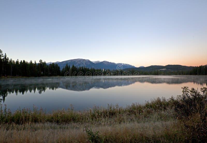 费尔蒙特碧玉横跨湖的小屋湖 免版税库存照片