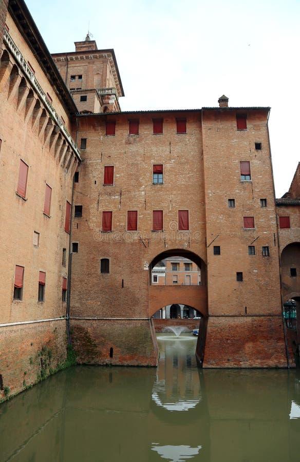 费拉拉,FE,意大利- 2018年11月3日:中世纪城堡叫意大利语的帝堡城Estense 库存照片