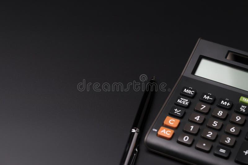 费用、费用、预算和税或者投资演算,黑p 库存图片