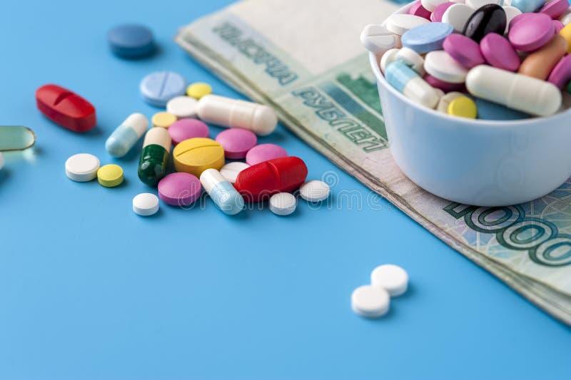 费用的概念在健康促进和医院治疗的 库存照片