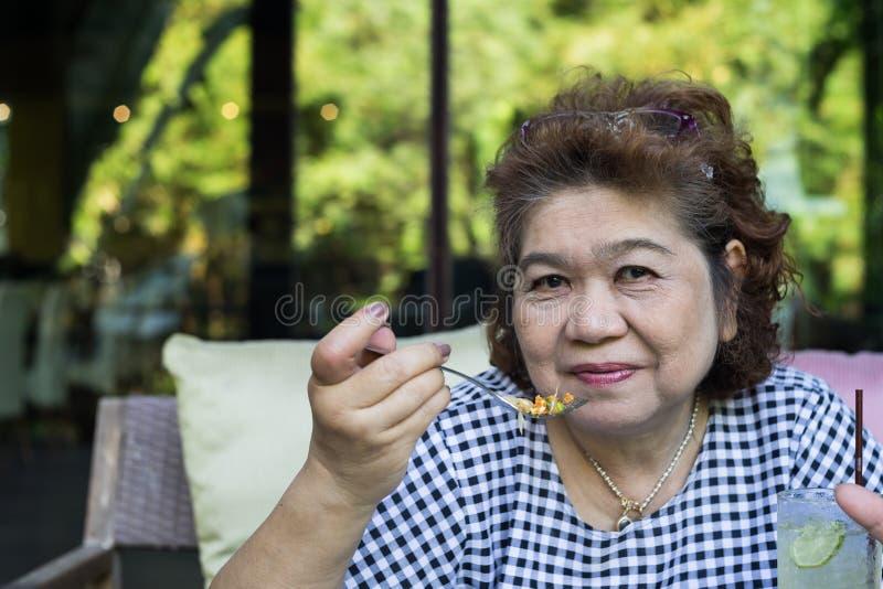 资深亚洲妇女 免版税图库摄影
