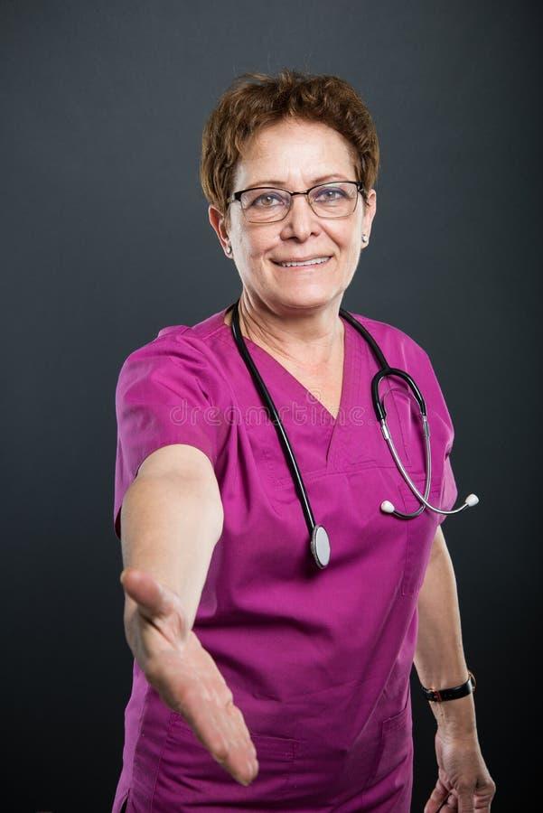 资深夫人医生提供的手震动画象  免版税库存图片