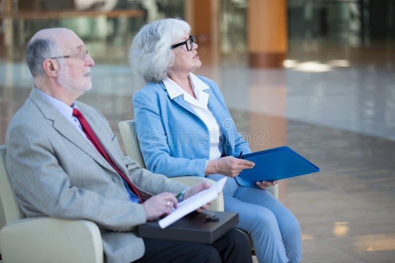 资深夫妇在会议上 图库摄影