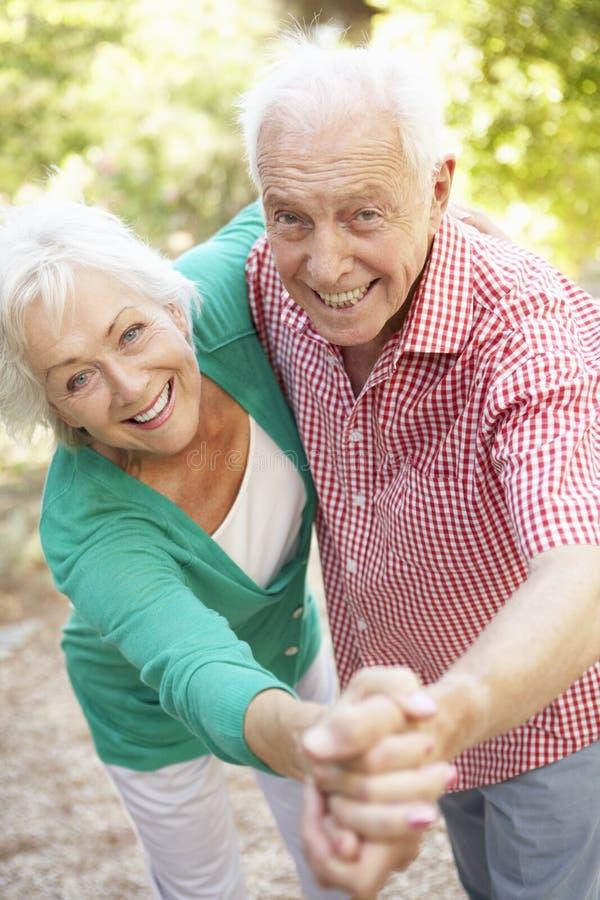 资深夫妇跳舞在一起乡下 库存照片
