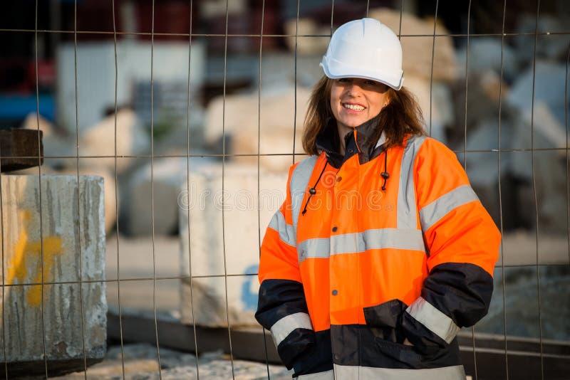 资深妇女工程师画象 免版税图库摄影